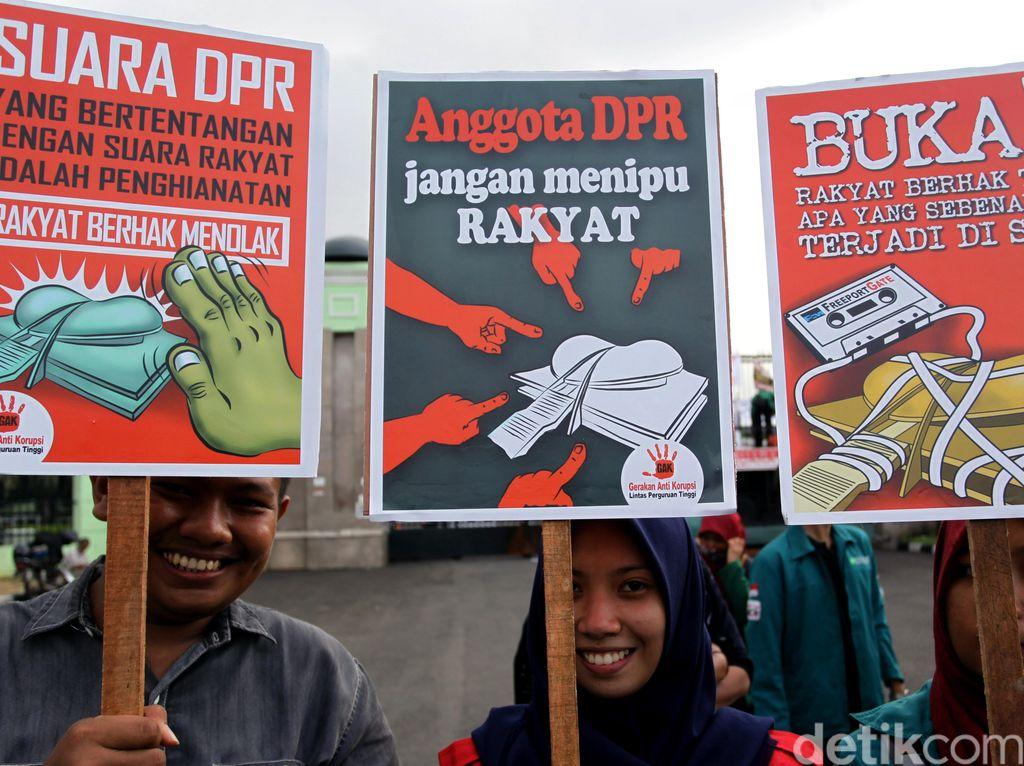 Aksi Menolak Revisi UU KPK di DPR