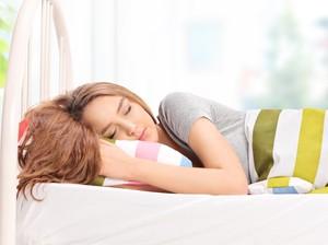 Waspadai 5 Penyebab Tubuh Sering Basah Keringat di Malam Hari
