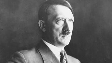 Model Senggol Bacok, Kisah Adolf Hitler di Sepakbola