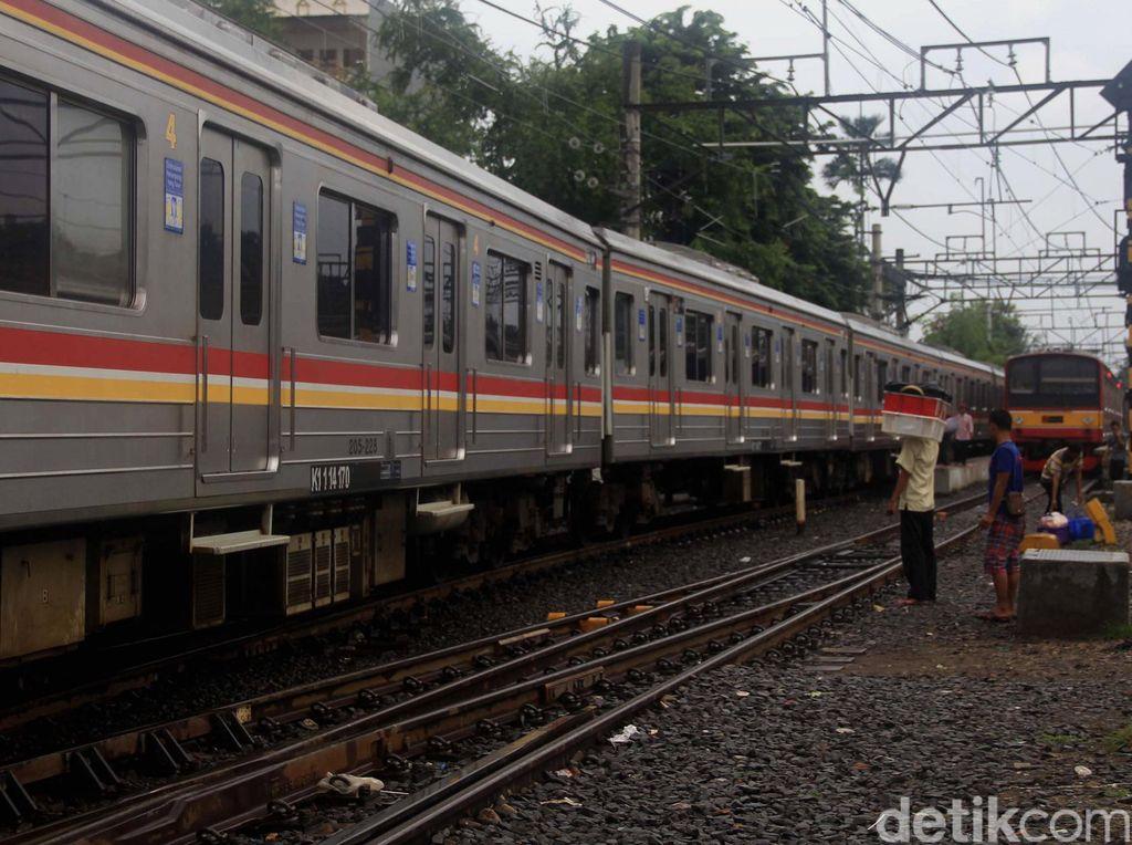 Kereta Anjlok di Cisauk Dievakuasi, Perjalanan KRL Kembali Normal
