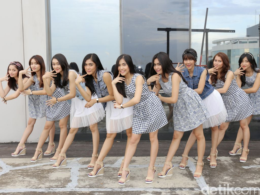 Rok Tutu Berganti Songket, Cherrybelle Kini Lebih Indonesia