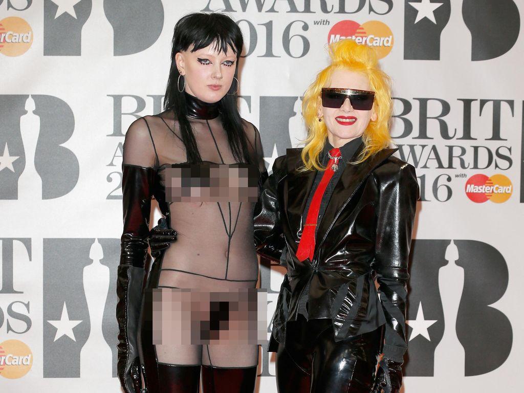 Fashion Horror! Selebriti Berbusana Terburuk di BRIT Awards 2016