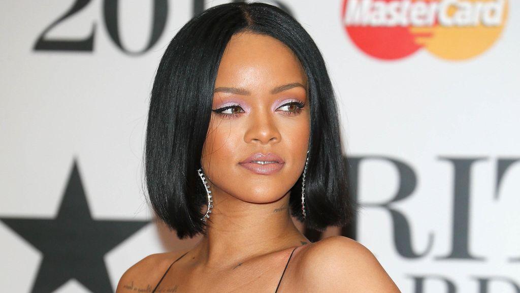 7 Selebriti yang Menutupi Jerawat dengan Makeup