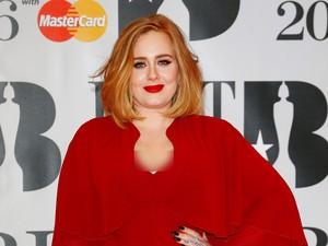 Adele Serius Jadi Guru Sekolah karena Ingin Punya Anak Kedua?