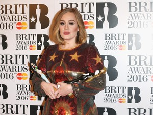 Begini Wajah Konyol Adele Saat Latihan Angkat Beban