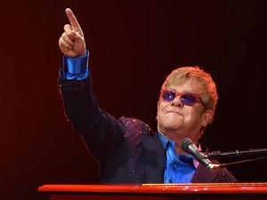 Terserang Bakteri Mematikan, Elton John Batalkan Sejumlah Jadwal Konser
