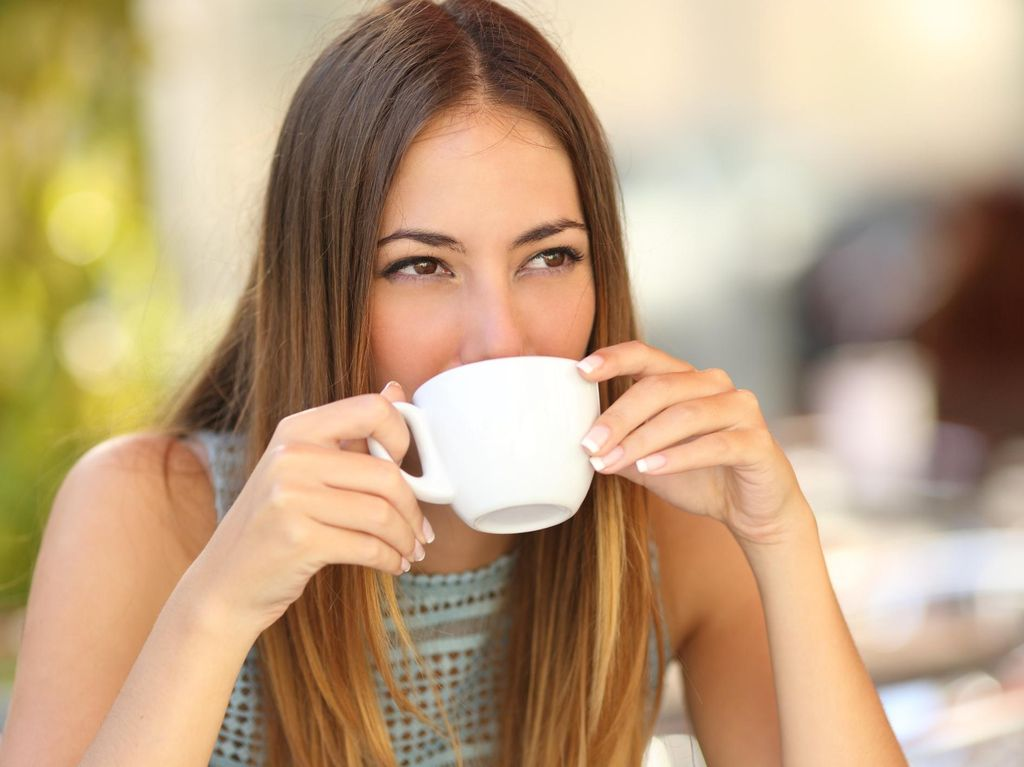 Minuman Apa yang Paling Sehat Dikonsumsi Saat Bangun Tidur?