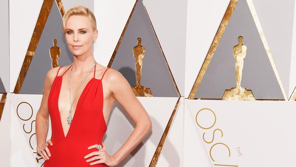 Foto: 5 Gaun Oscar 2016 yang Paling Dicari Netizen Indonesia