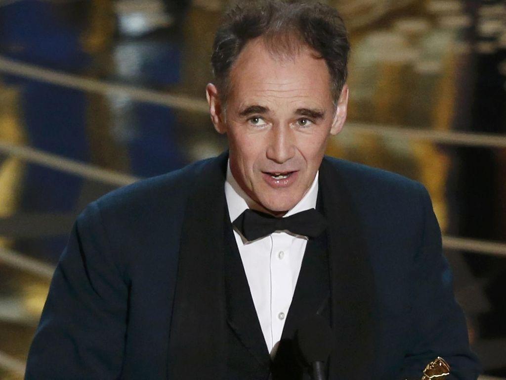 Bukan Tom Hardy Atau Sylvester Stallone, Ini Pemenang Best Supporting Actor