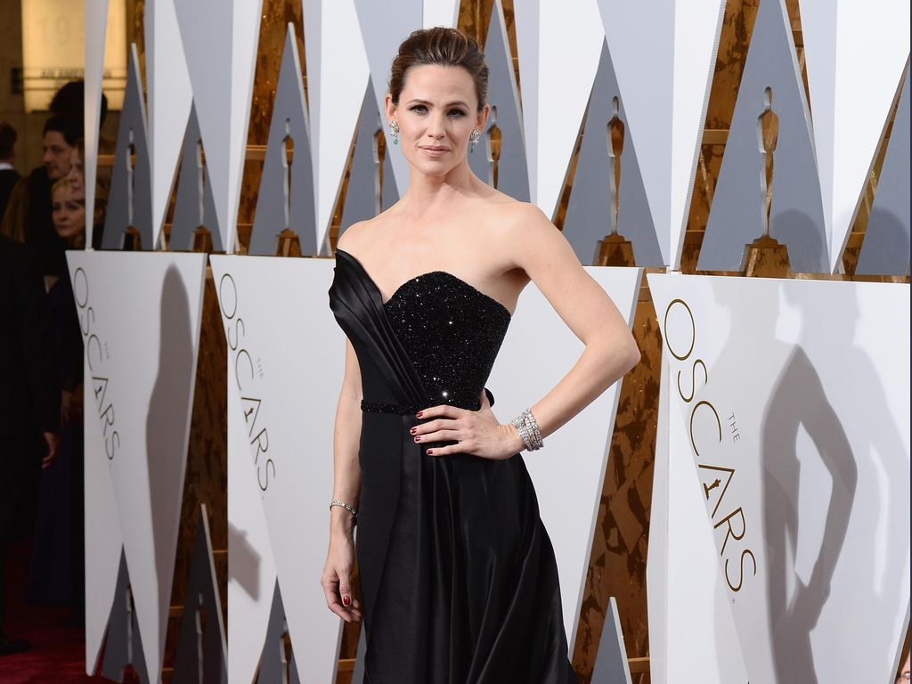 Jennifer Garner Pacaran dengan Brad Pitt?