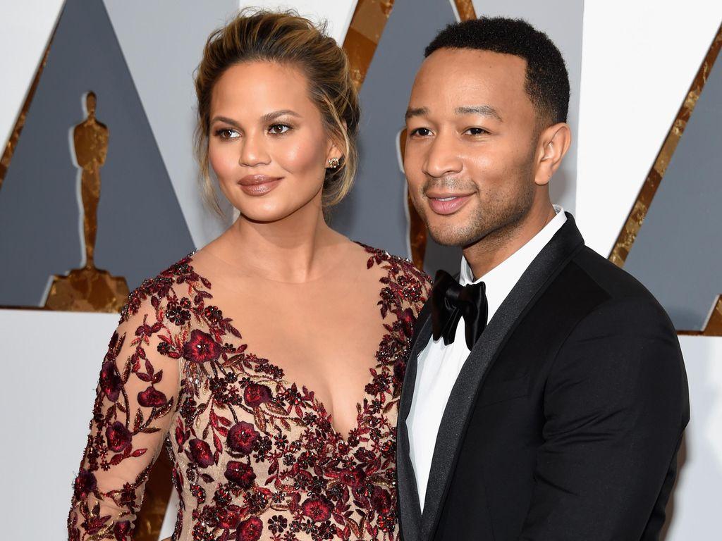 Hamil Besar, Chrissy Teigen Tetap Seksi di Oscar