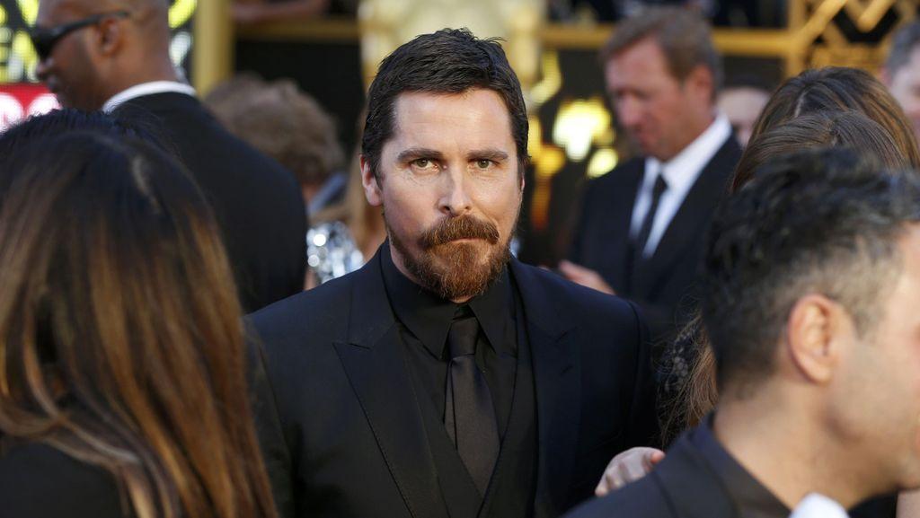 Christian Bale Bakal Perankan Dick Cheney