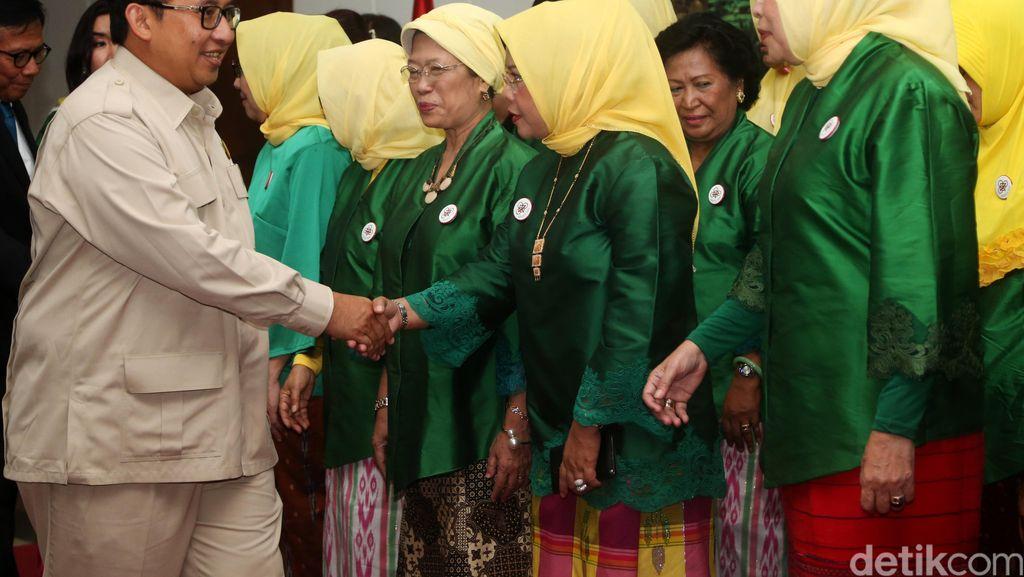 Fadli Zon Lantik Ketum Wanita Tani Indonesia