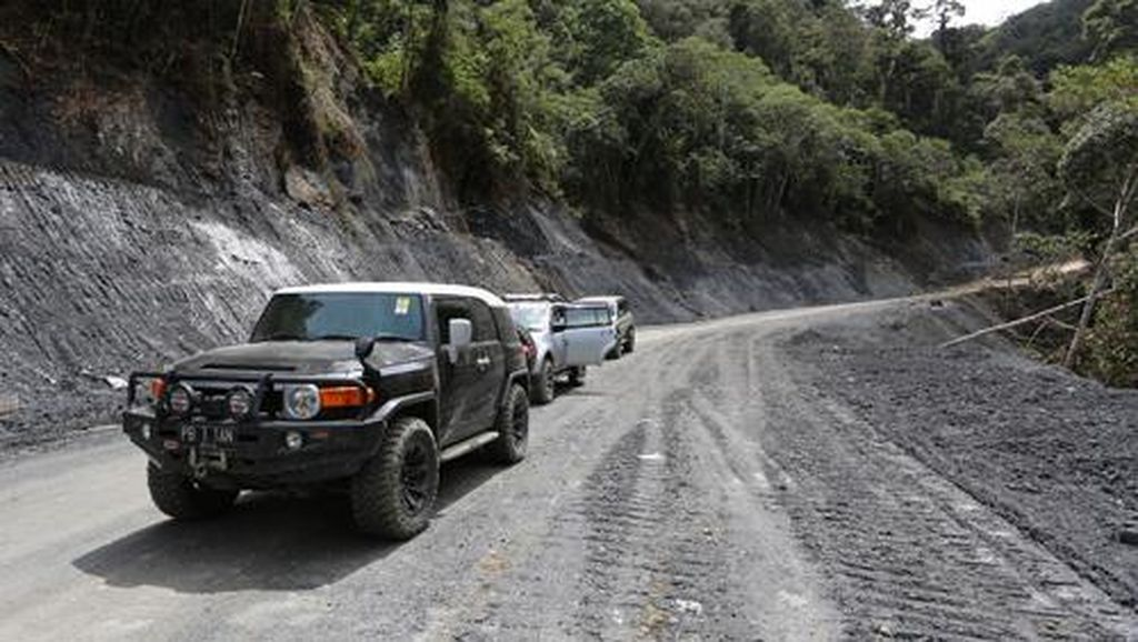 Sulitnya Bangun Jalan Trans Papua: Pekerja Diculik, Ekskavator Harus Dipreteli