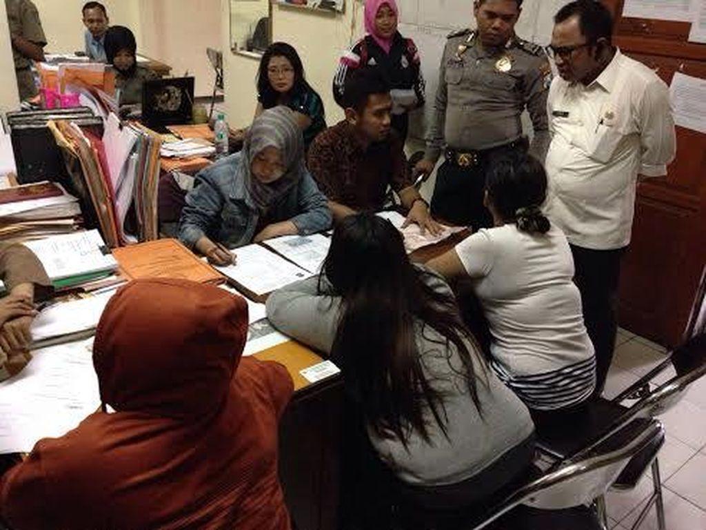 Risma Perintahkan 4 PSK Tertangkap di eks Lokalisasi Segera Dipulangkan