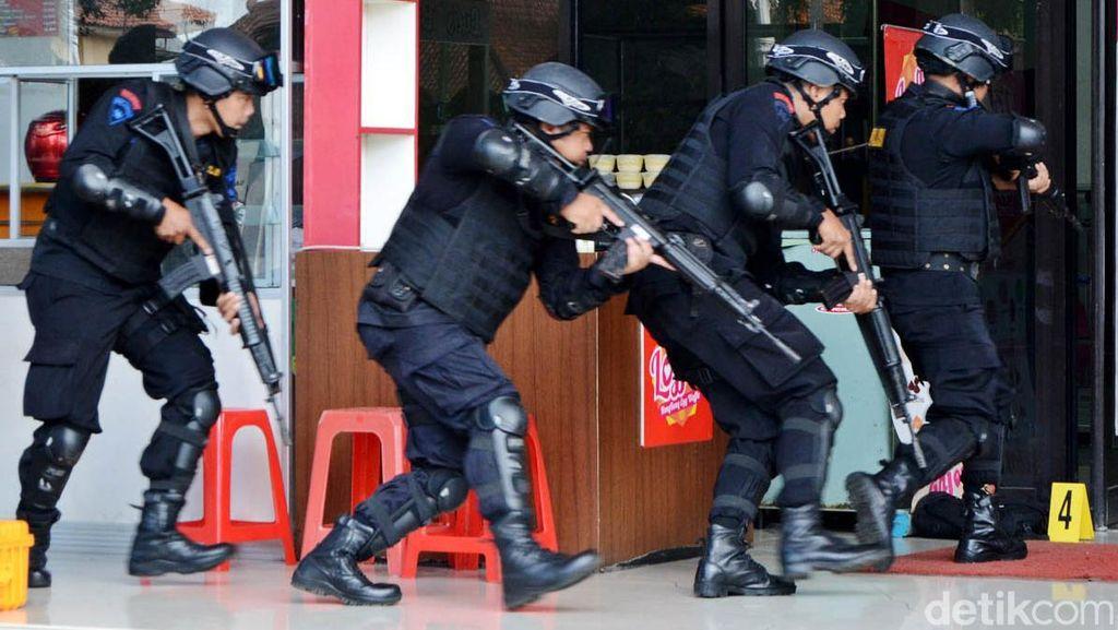 Simulasi Penyergapan Teroris di Purwokerto