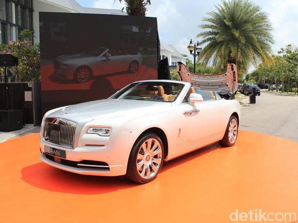 Rolls-Royce Ingatkan Pemilik Mobil Bayar Pajak Sesuai Aturan