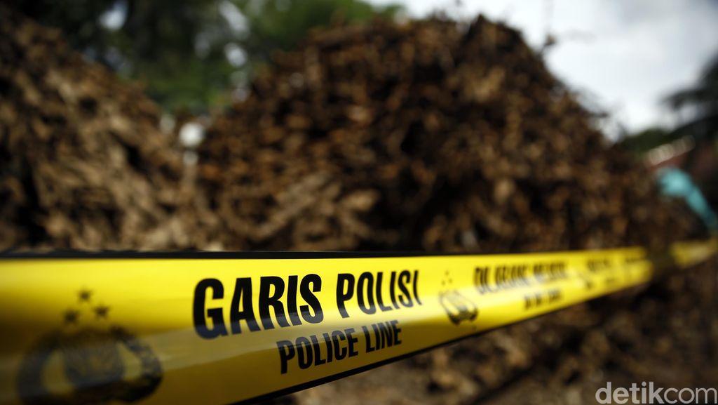Sampah Bungkus Kabel Digaris Polisi