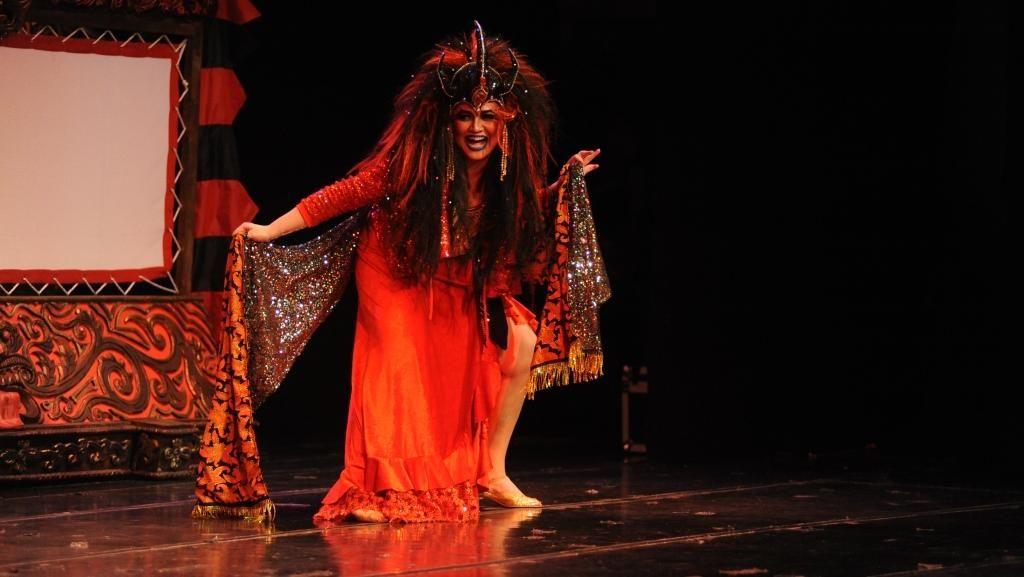 Jadi Ratu Setan, Begini Penampakan Cornelia Agatha di Panggung Teater