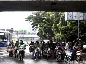 3 Hal yang Wajib Diperhatikan Pemotor saat Musim Hujan