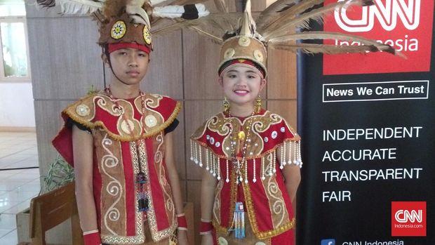 Pakaian tradisional Dayak Bukit. (CNN Indonesia/Deddy S)