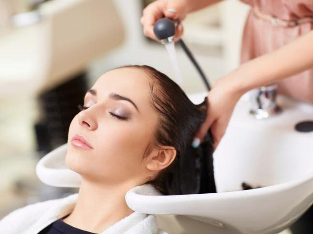 Scrub Kulit Kepala Jadi Tren Perawatan Rambut Terkini