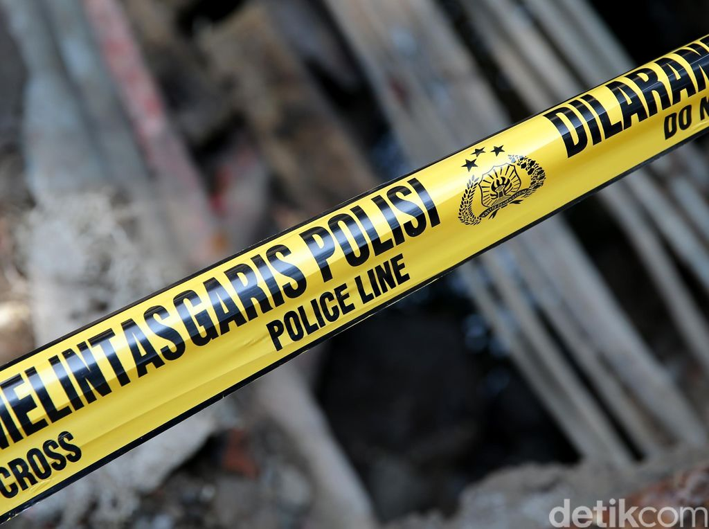 Seorang Pemotor Luka Parah Tertabrak KRL di Perlintasan Pasar Minggu