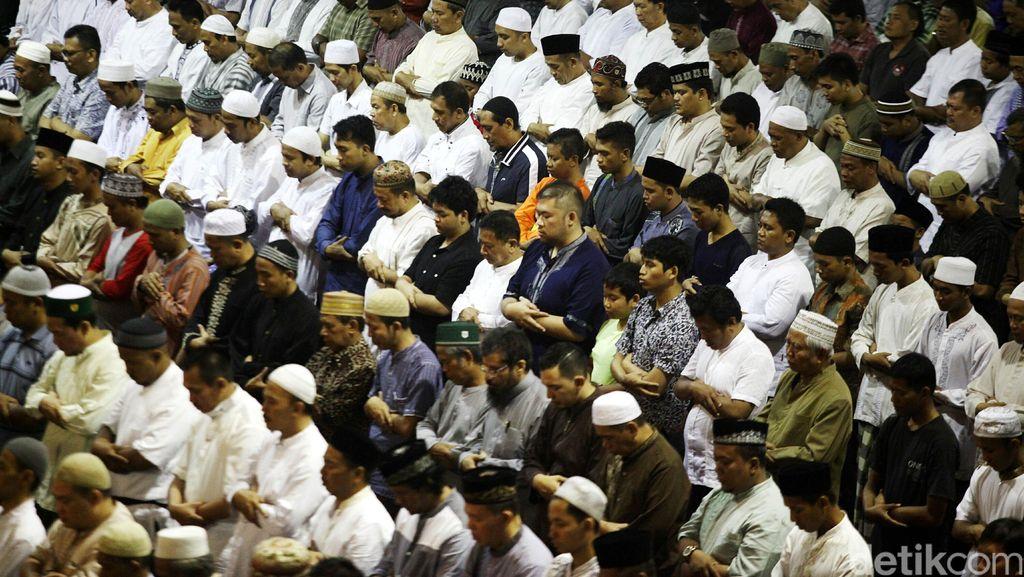 Ribuan Umat Islam Salat Gerhana di Istiqlal