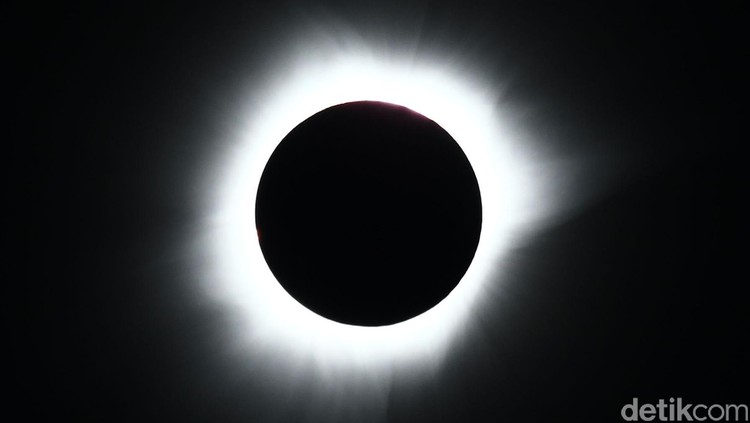 Maret: Pesan Menkes Terkait Menonton Fenomena Gerhana Matahari