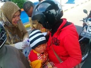 Petugas PIN Berburu Bayi dan Balita di Pelabuhan Ketapang