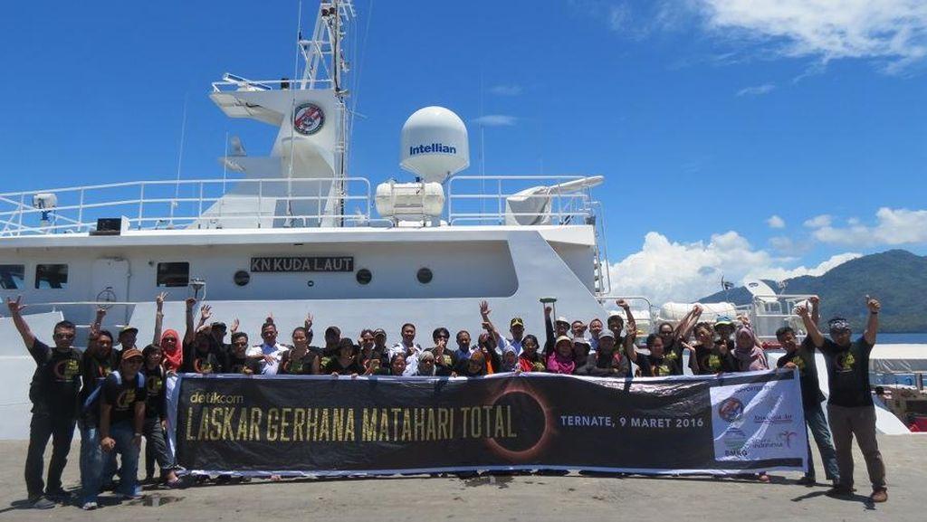 Aksi Seru Laskar Gerhana Ternate di Atas Kapal Bakamla
