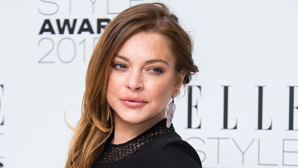 Lindsay Lohan Minta Rp 8,6 M & Bertemu Presiden Rusia untuk Interview di TV