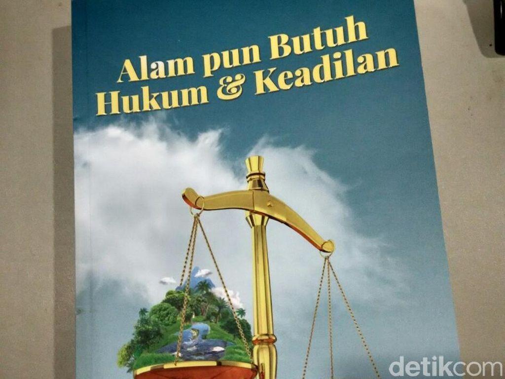 Mengupas Kejahatan Perikanan di Buku Ota Alam pun Butuh Hukum dan Keadilan