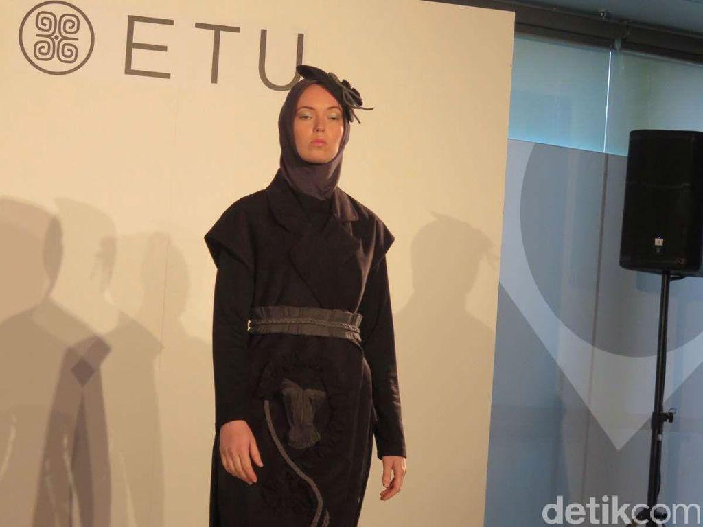 Tampilkan Busana Muslim Maskulin, Etu Dipuji Fashionista Melbourne