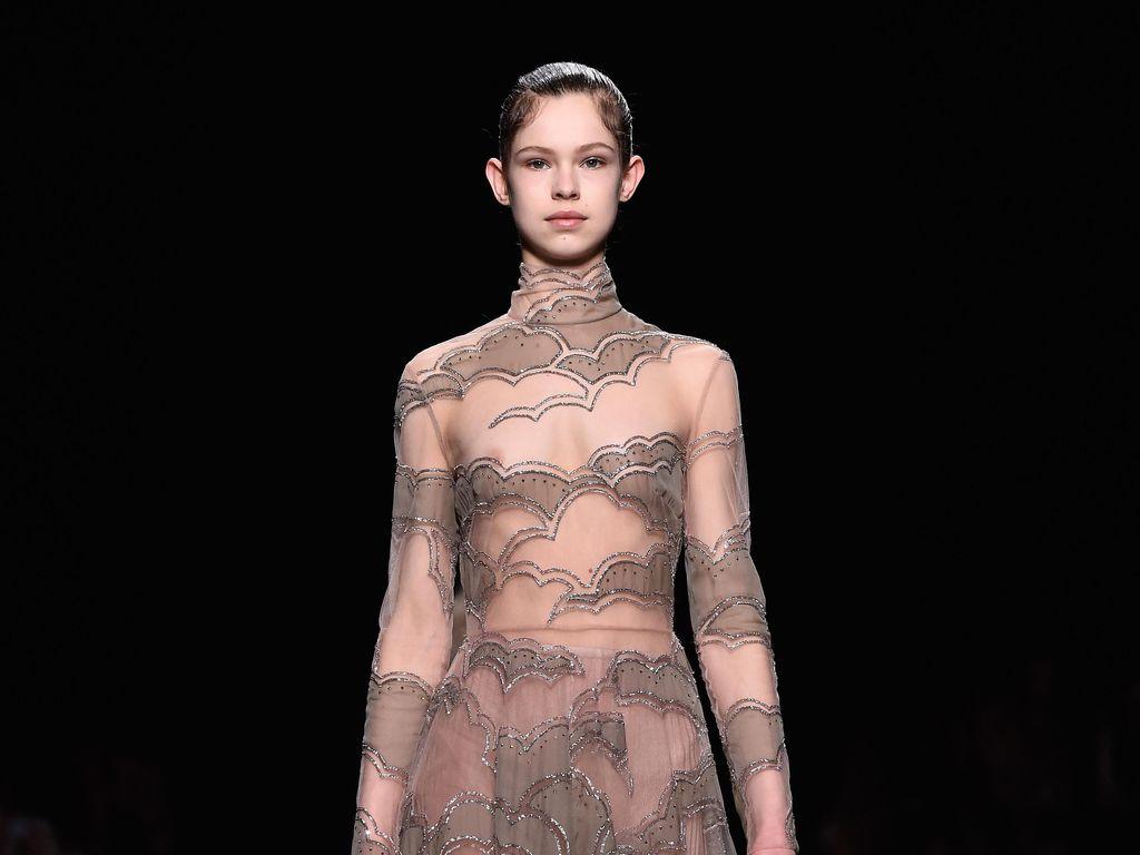 Masih Terlalu Muda, Model Remaja di Fashion Show Valentino Jadi Kontroversi