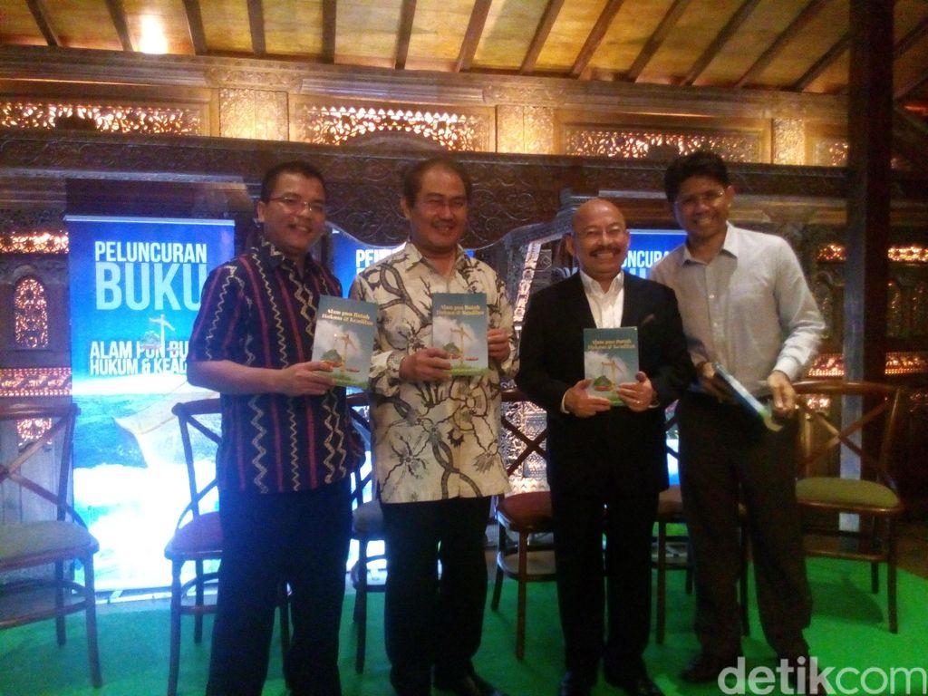 Mas Achmad Santosa Luncurkan Buku Alam Pun Butuh Hukum dan Keadilan