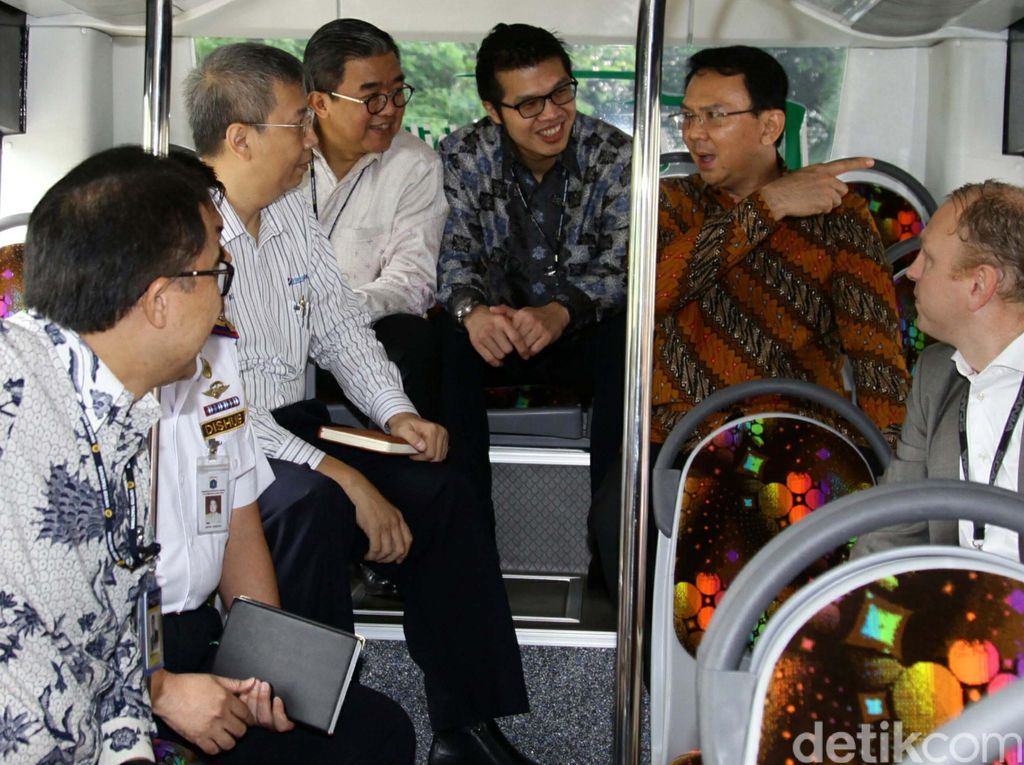 Ahok Jajal Bus Scania