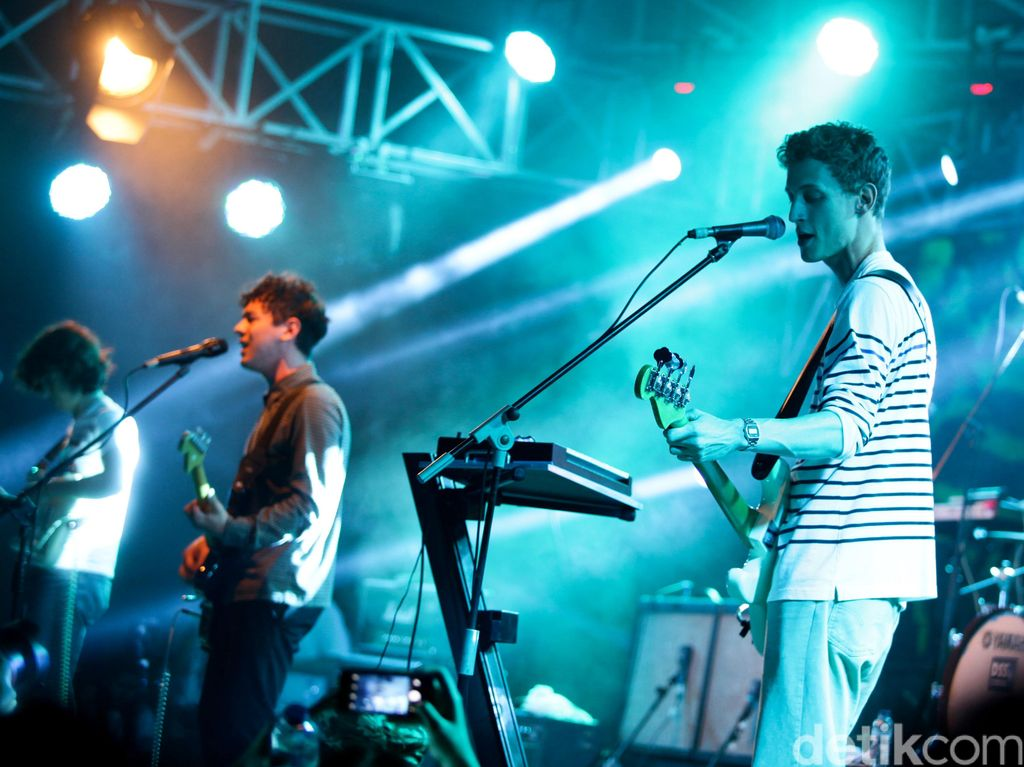 Last Dinosaurs Taklukkan Panggung Music Gallery 2016