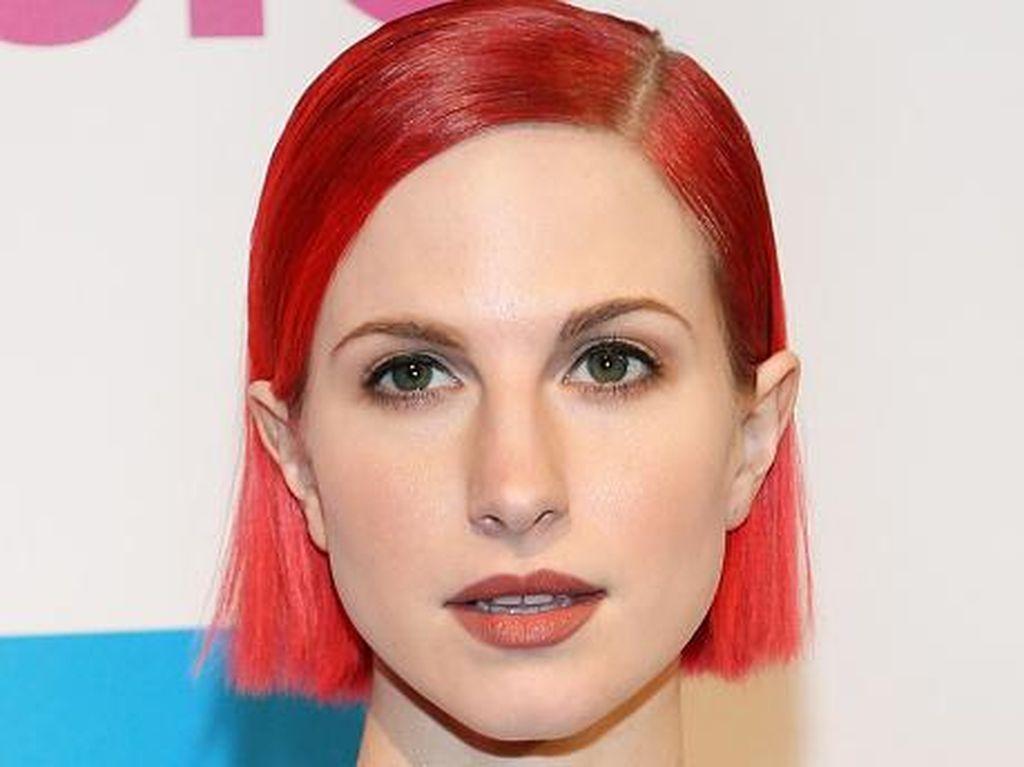 Hayley Williams Rilis Brand Cat Rambut dengan Warna-warna Liar