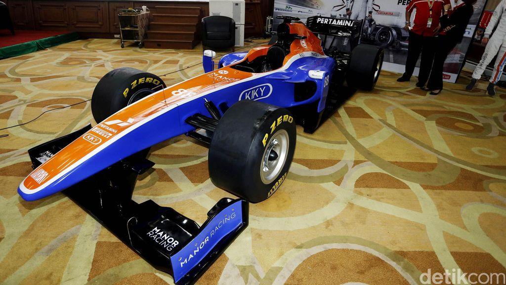 Ini Replika Mobil Balap F1 Rio Haryanto