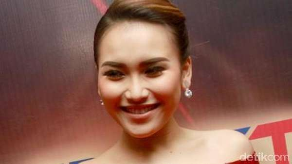 Ayu Ting Ting, Pretty in Red