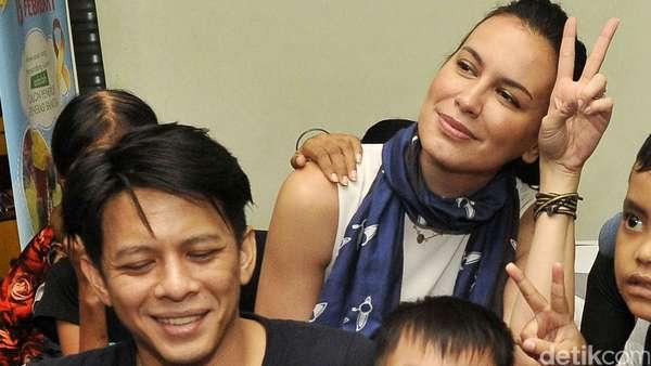 Ariel dan Sophia Latjuba Hibur Anak-anak Penderita Kanker