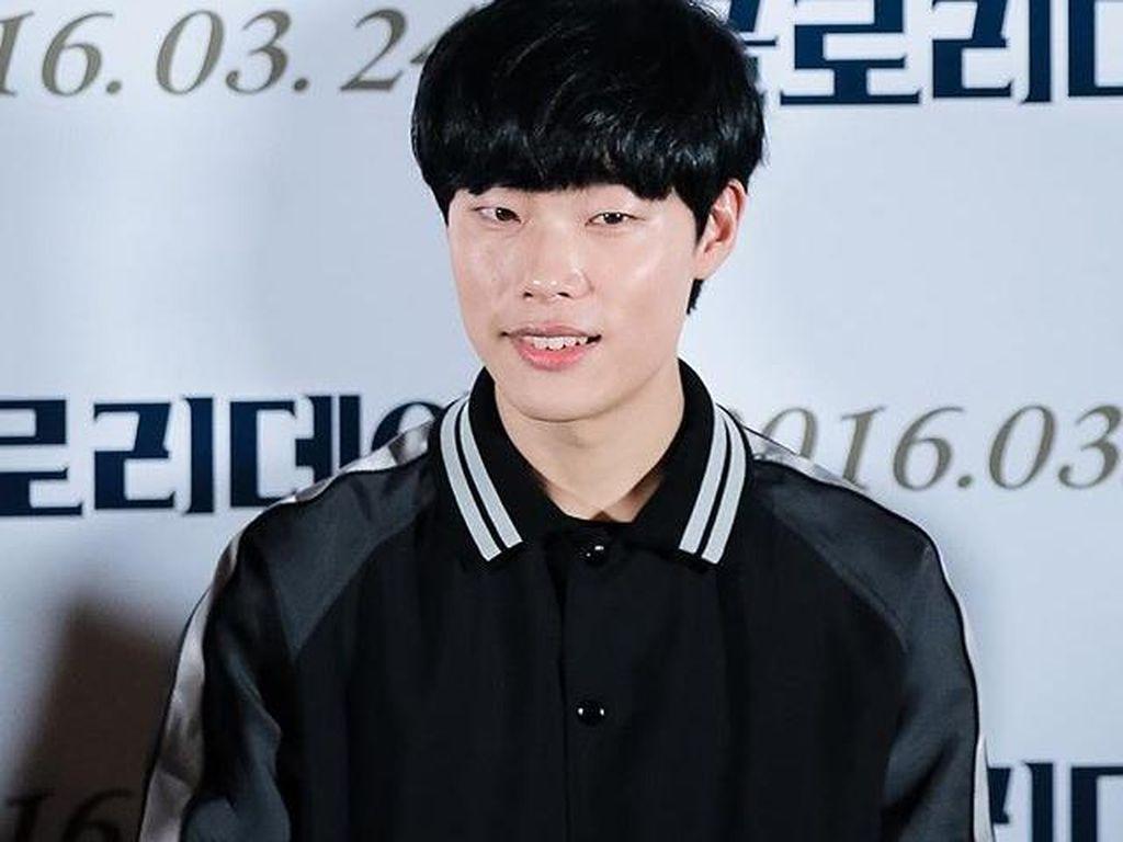 Go Green! Ryu Jun Yeol Kampanyekan Lingkungan Hidup