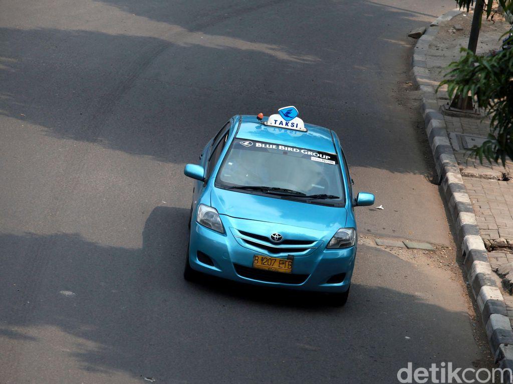 Pool Taksi Kebanjiran, Operasional Blue Bird Terdampak?