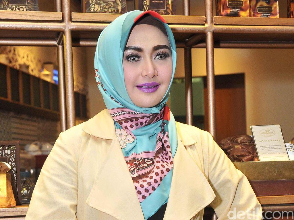 Momen Ramadhan Eddies Adelia dengan Suami yang Sama