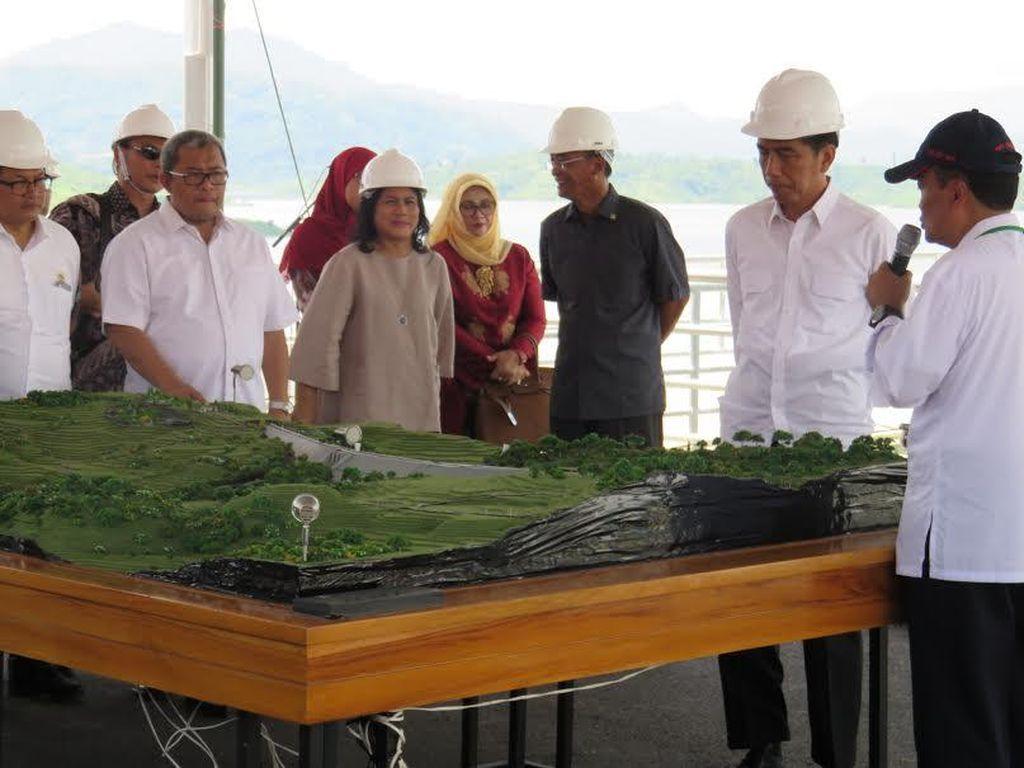 Tinjau Bendungan Jatigede, Jokowi: Ini Akan Mengairi 90 Ribu Hektar Sawah