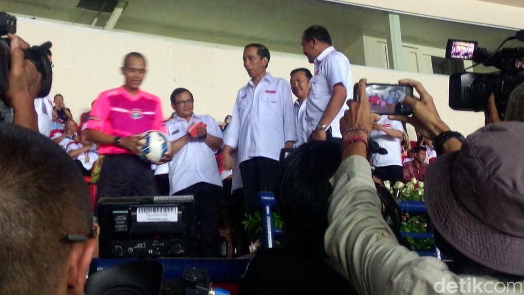 Presiden Jokowi Saksikan Pertandingan Persib vs Mitra Kukar