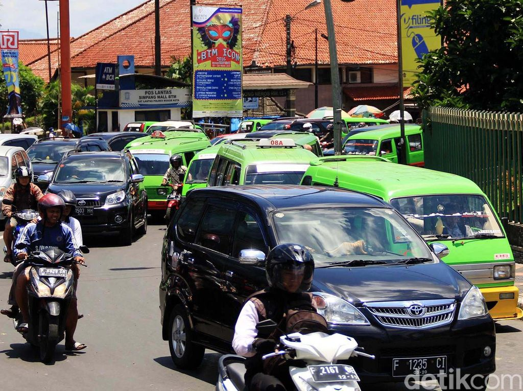 Angkot Ngetem Sembarangan, Jalan Juanda Bogor Macet