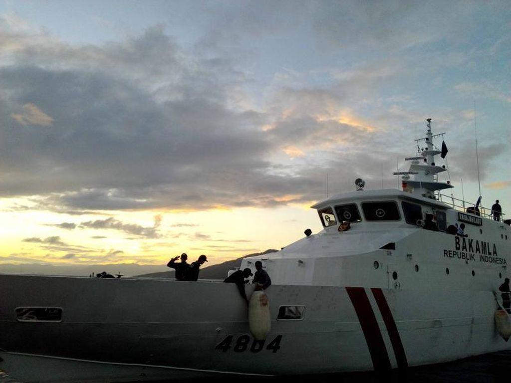 Jelang Gerhana di Tengah Laut Ternate