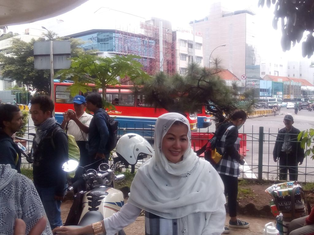 Hasnaeni Datang ke Terminal Blok M, Temui Pedagang dan Sopir Kopaja-Metromini